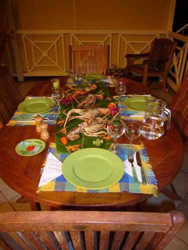 guadeloupe/table avec langoustes.jpg
